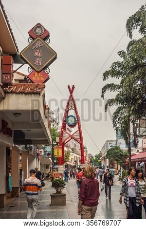 Guilin, China - May 10, 2010: Downtown Off Zhengyang Pedestrian Road. Clock Tower In Middle Of Shopp