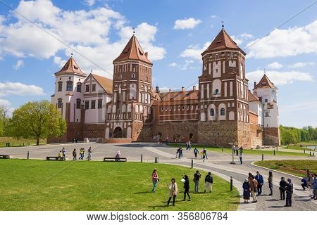 Mir, Belarus - May 01, 2019: Tourists At The Mir Castle On A Sunny May Day