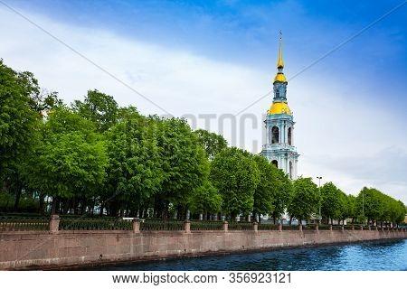 Naberezhnaya Kryukova Kanala - Canal Embarkment View On Nikolo-bogoyavlenskiy Morskoy Sobor Church A