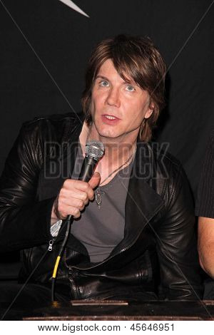 LOS ANGELES - MAY 7:  John Rzeznik at the Goo Goo Dolls RockWalk Induction at the Paley Center For Media on May 7, 2013 in Beverly Hills, CA