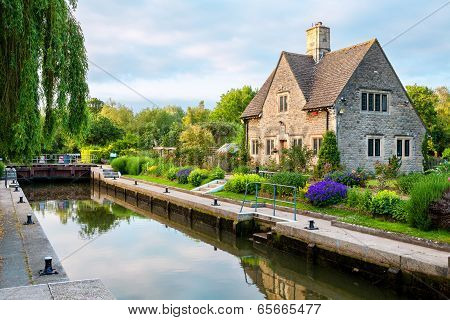 Iffley Lock on the River Thames. Oxford Oxfordshire England poster