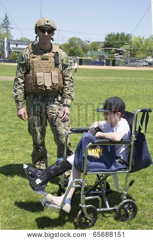 Unidentified US Navy from EOD team with unidentified child after mine countermeasures demonstration