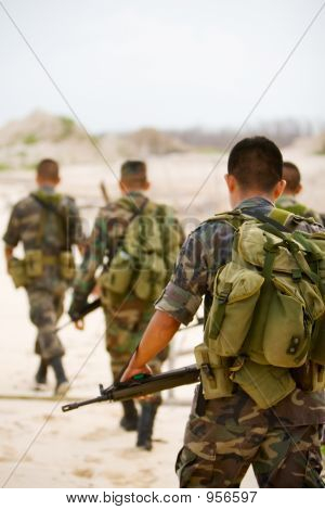 Soldaten auf Patrouille