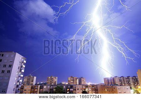 Lightning strikes - Storm and lightning - thunderstorm