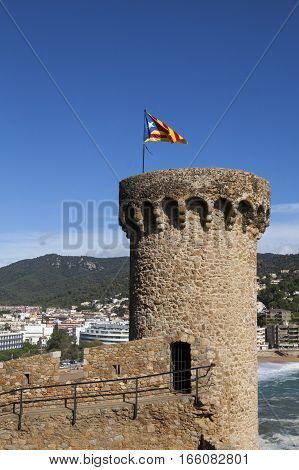 TOSSA DEL MAR, CATALONIA, SPAIN - OCTOBER 13, 2016: Detail of one tower of the old castle , with catalan independence flag
