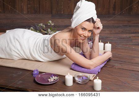 girl Spa massage sauna relaxation bath 1