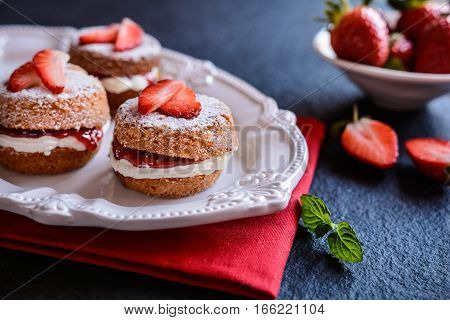 Mini Victoria Sponge Cakes With Whipped Cream And Strawberries