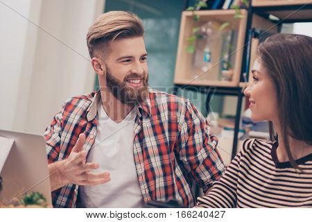 Young man and woman having conversation during business seminar
