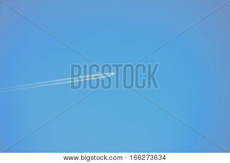 contrail in blue sky (sky, plane, airplane)