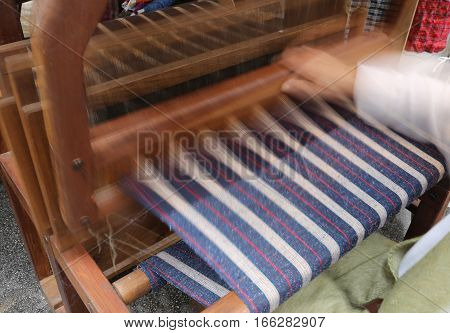 movement of the hand and the ancient frame when spinning the fabric of the last century techniques