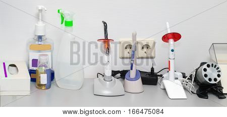 Dental ultraviolet curing light tools with orange UV light blocking glass