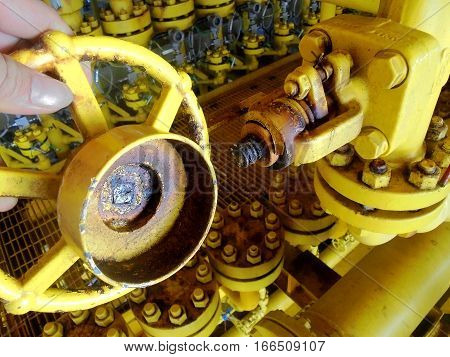 Valve used on rig damage because corrosion rust.