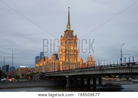 MOSCOW, RUSSIA - SEPTEMBER 07, 2016: Novoarbatsky Bridge and Ukraine hotel (Radisson Royal Hotel) in the cloudy September evening