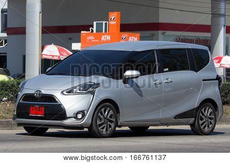 Toyota Sienta Mini Mpv Van.