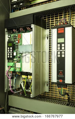 Variable speed drive inverter converter, unit for voltage stabilization in the production of mineral water