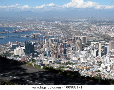 The City Of Cape Town, With Mountains In The Back Ground 13grh
