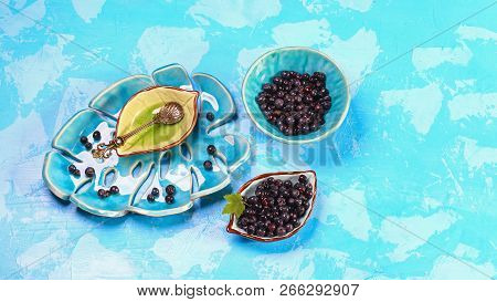 Superfoods Antioxidant Of Indian Mapuche. Bowl Of Fresh Maqui Berry On Blue Background, Top View. Au