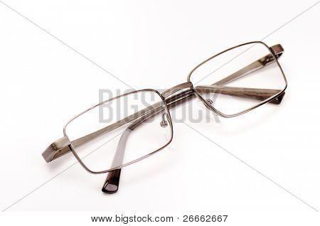 Transparante bril geïsoleerd op witte achtergrond