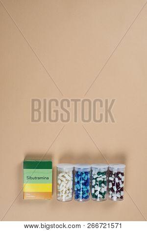 Colored Capsule Of Medication In Transparent Plastic Storage Container Medicine Box - Medicine Conce