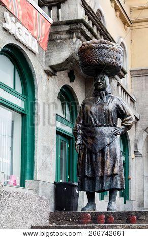Zagreb, Croatia, July 22, 2018: Bronze Statue Of A Peasant Market Woman Called Kumica Barica At Dola
