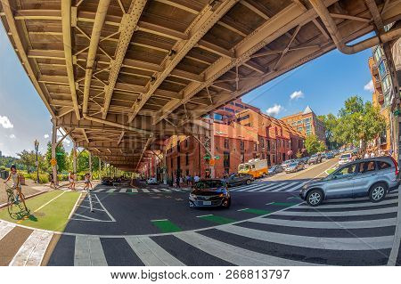 Georgetown, Washington Dc, Usa - September 2, 2018: Aspects From Traffic And Architecture In Georget