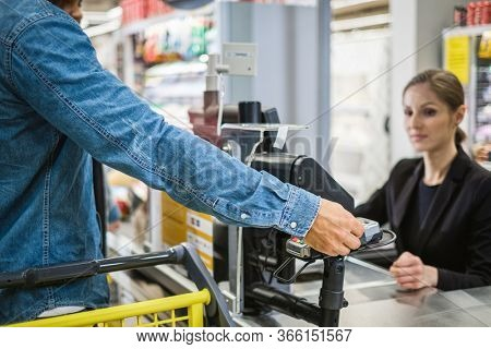 Paying with contactless card in a grocery store