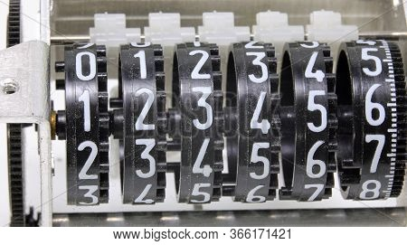 Numbers Of An Analog Meter With The Numbers From Number One To Six