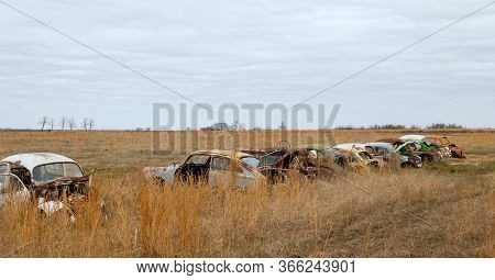 Okemah, Ok - 2 Mar 2020: Row Of Wrecked And Rusty Volkswagon Cars With Missing Parts And Broken Wind