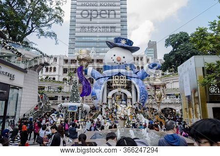 Kowloon, Hong Kong - December 11, 2016: View Of People Walking Around The Place Of Christmas Celebra