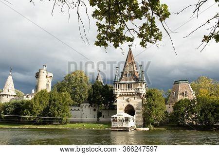 Lower Austria, Austria - October 10, 2019: View Of Franzensburg, A Castle In Laxenburg, Lower Austri