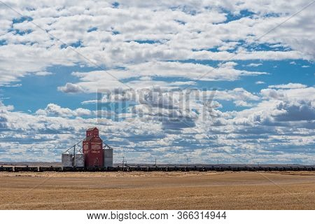 Cadillac, Sk/canada- April 20, 2020: The Historic Cadillac Grain Elevator In Saskatchewan, Canada