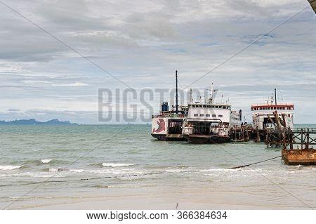 Thailand, Koh Samui May 20-2019 : Sea Ferries. Crossing To Koh Samui. Ferry