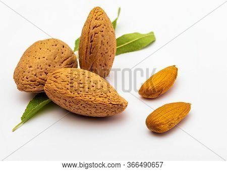 Raw Almonds, Peeled, With Peel, Skin (almendrucos) And Almond Leaves. Isolated On White Background.