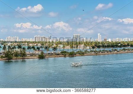 Miami, Fl, United States - April 27, 2019: A Seaplane Landing In The Miami Main Channel Next To The