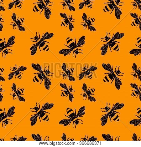 Wasp Pattern. Seamless Vector Pattern With Insects, Symmetrical Background With Wasps In Black Color
