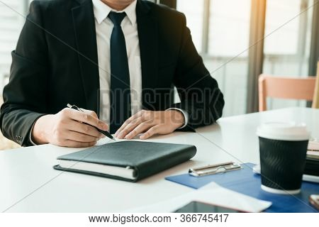 Partner Has Made A Fraud In The Contract Of Sale And Being Handed A Cash And Pen To The Businessman