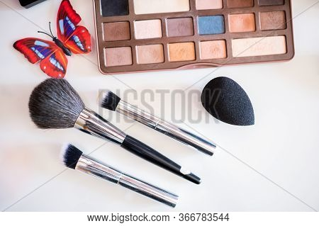 Make-up Brushes Of Different Sizes, Make-up Tassels And Palette Of Different Colors Isolated On A Wh
