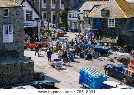 Televesion Crew Filming The Hit Itv Drama 'doc Martin' On Port Isaac quay in Cornwall