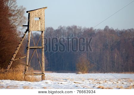 Hunting pulpit in winter scenery