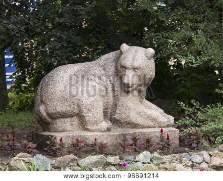 Sculpture of bear