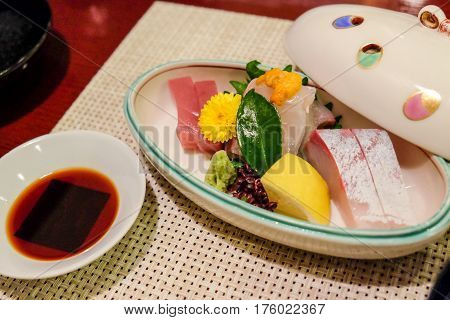 The Kyushu region which is located in the southwestern part of the Japanese archipelago offers many kinds of local dishes as it has various forms of traditional culture as well as an abundance of agricultural and marine products.