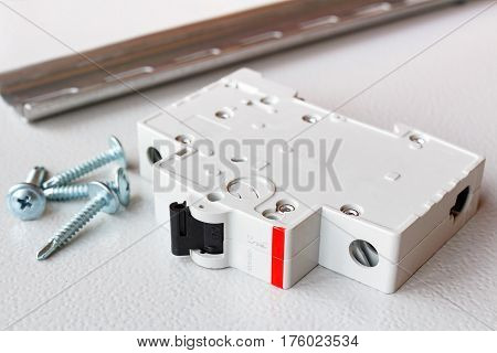 Circuit breaker with DIN rail and screws