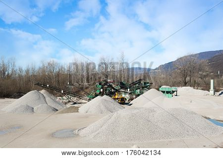 Gravel Aggregate Extraction. Machinery Distribution And Classification By Size Gravel.