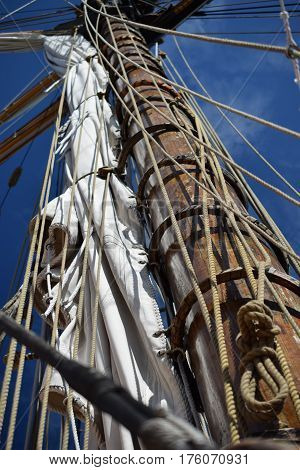 mast, sails and mooring ropes, tall ship erie, pa