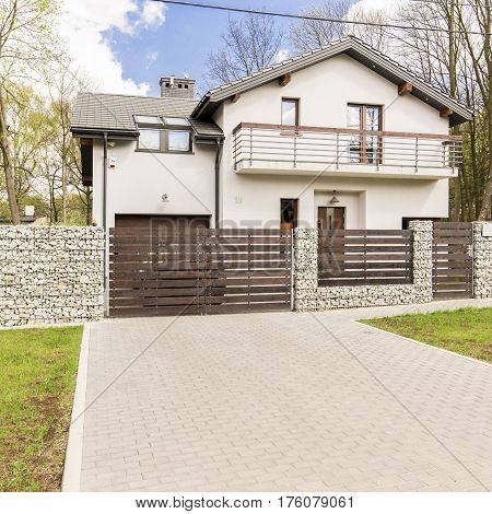 Modern Detached House With Driveway