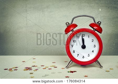 Happy New Year: Midnight clock on grunge background