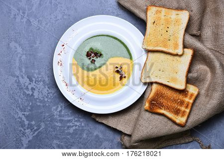 Spinach And Pumpkin Cream Soup With Fried Toast Bread