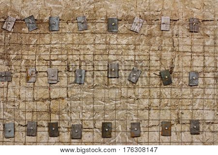 Lattice (reinforced) reinforced concrete wall with metal washers and bolts