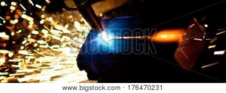 Gas cutting of steel with acetylene and oxygen