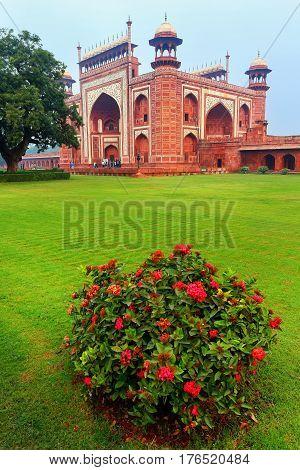 Darwaza-i-rauza (great Gate) In Chowk-i Jilo Khana Courtyard, Taj Mahal Complex, Agra, India